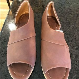 Cute side cut sandals brown size 39/8
